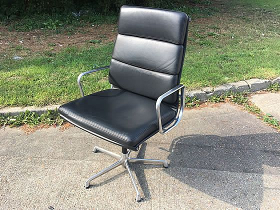 Used Charles Eames EA219 chairs Manufactured by ICF