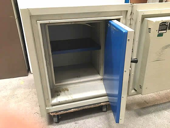 Further view of the safe shown in the previous images.