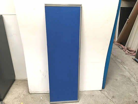 Fabric 1400mm desk dividing screens with aluminium frame.