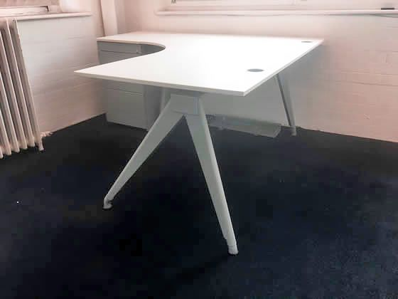 Further view of the Techo Corner desk shown in the previous photo