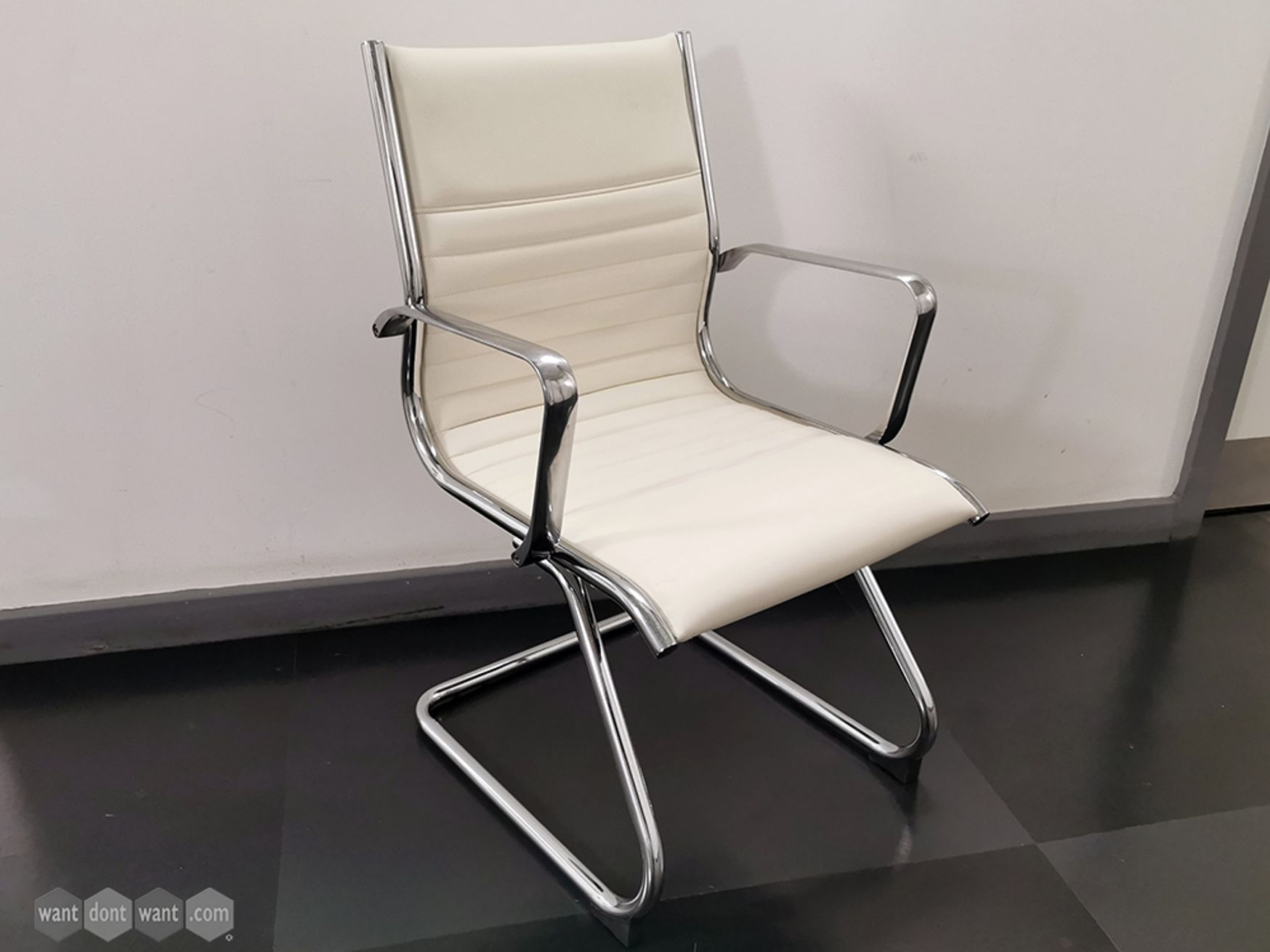 Used Meeting/Visitor Chairs in Cream Bonded Leather with Cantilever Frame