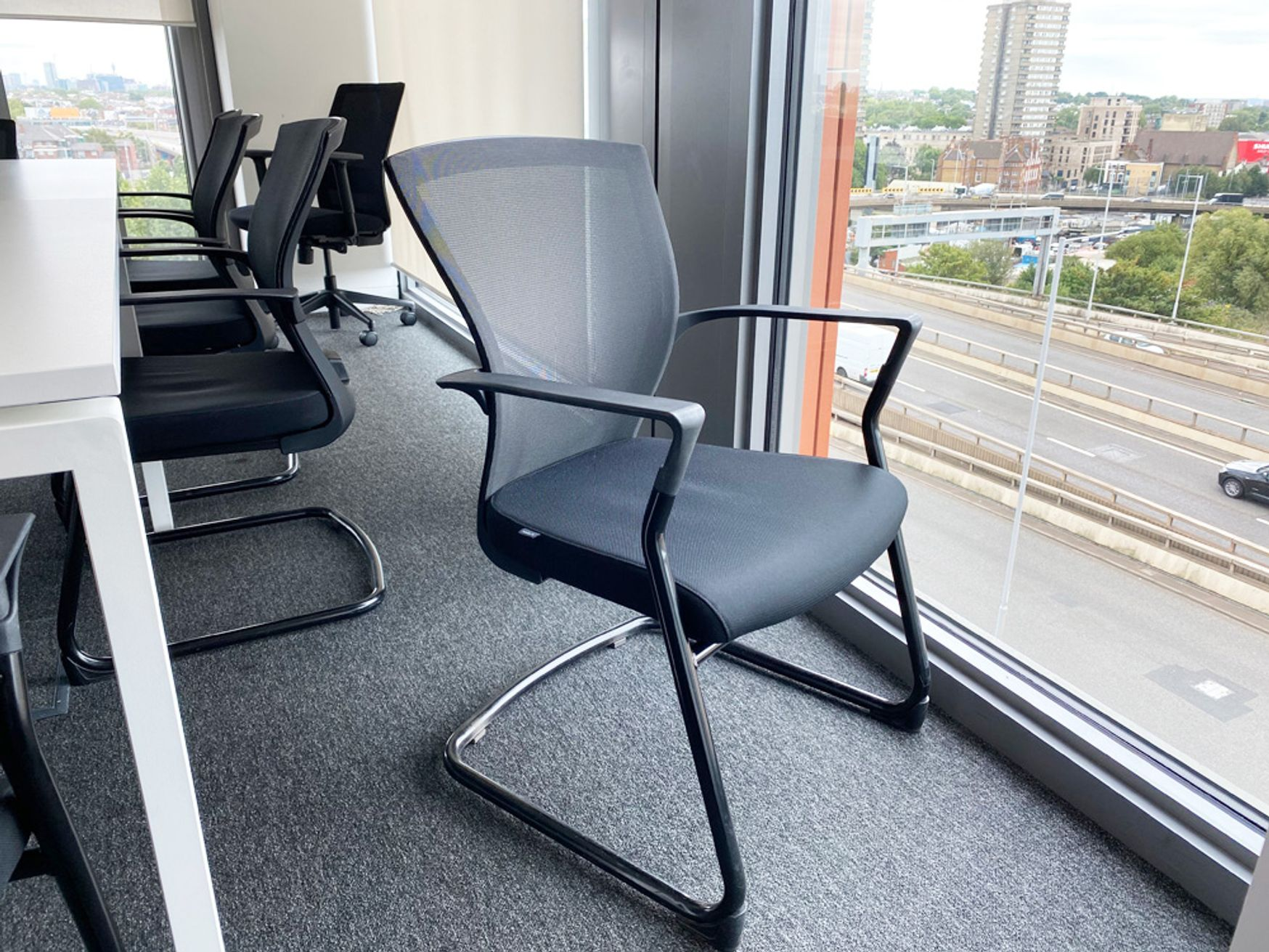 Bestuhl 'E1' Meeting chair with mesh back