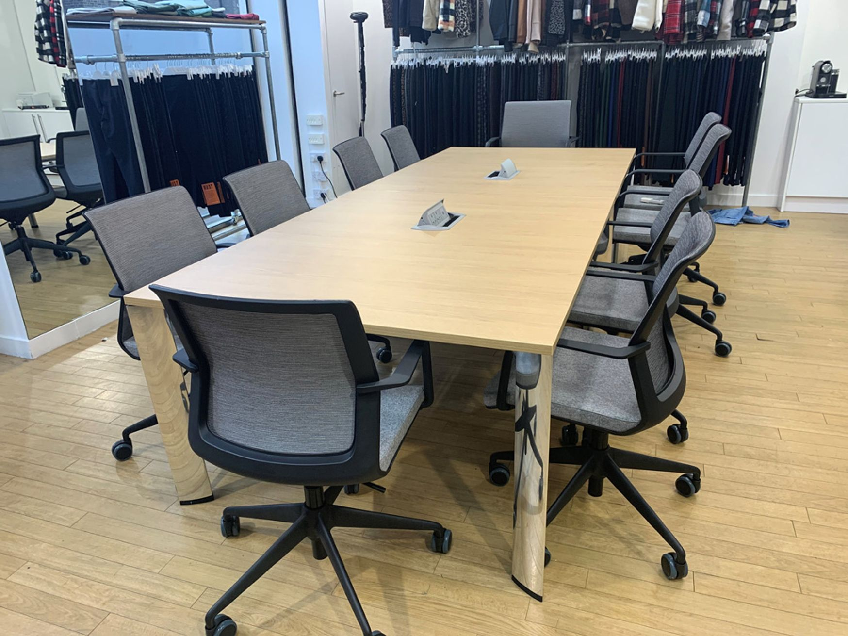 Immaculate used Boss 'Apollo' meeting table only 18 months old!