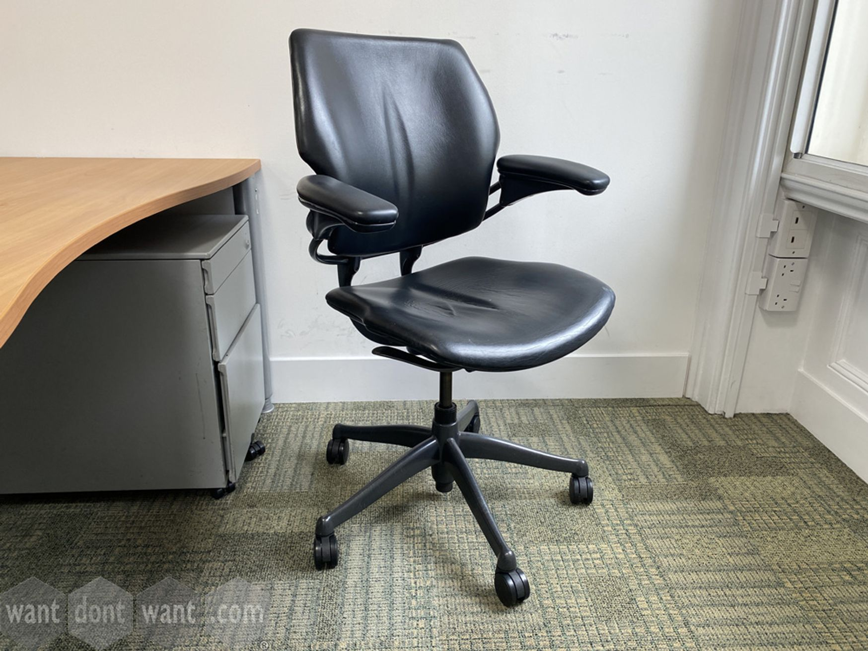 <b>Used Humanscale 'Freedom' chairs in black hide.</b>
