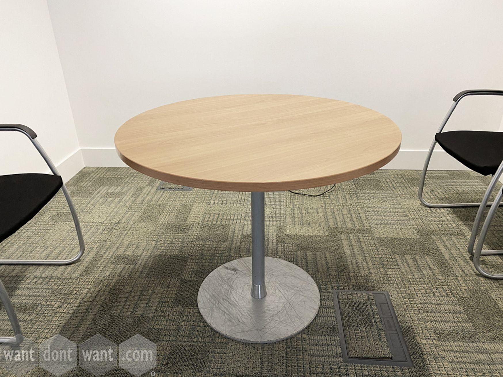 Used circular meeting table with oak top and silver column base (800mm Dia)
