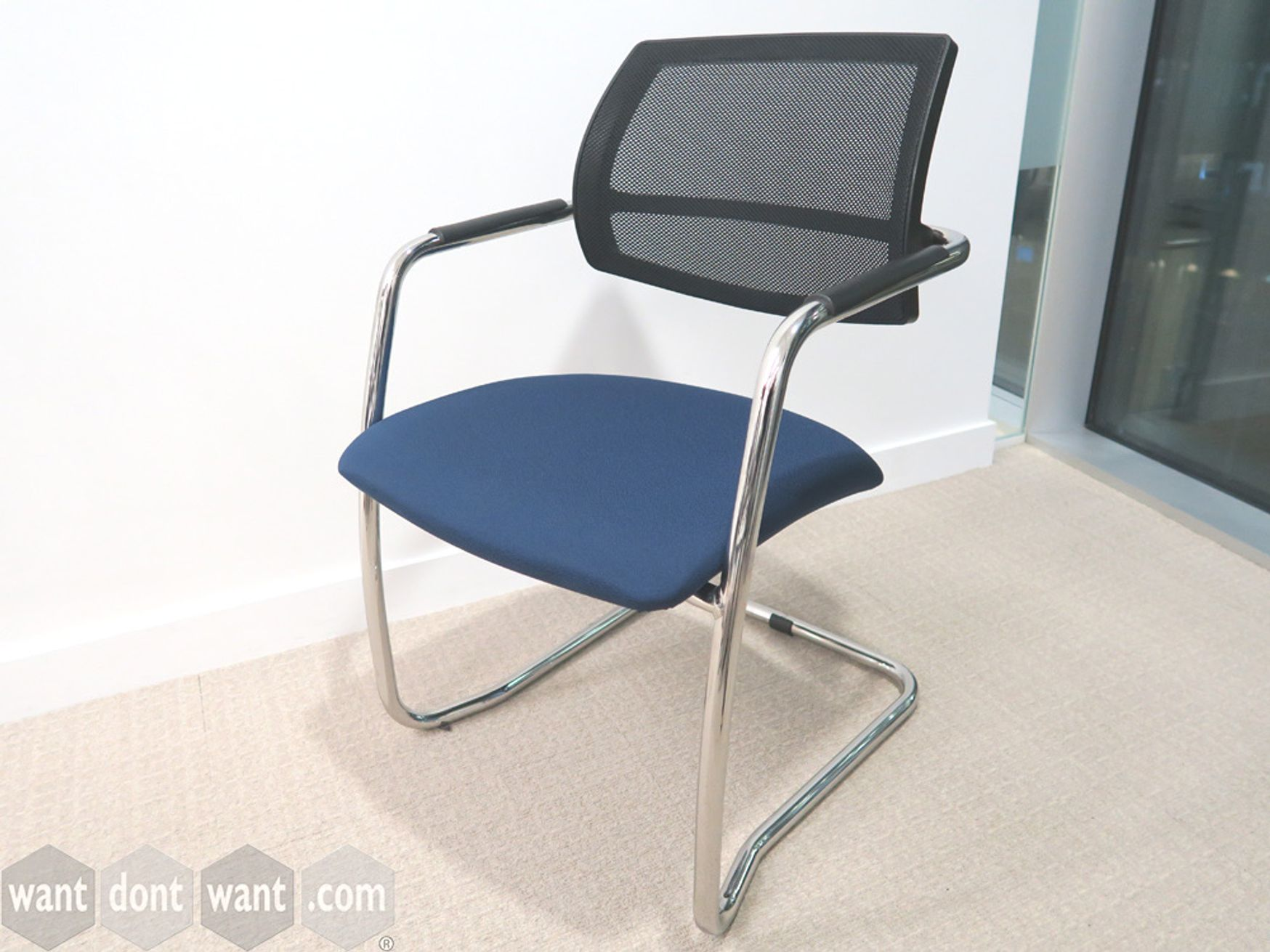 Used Mesh Back Cantilever Meeting Chair
