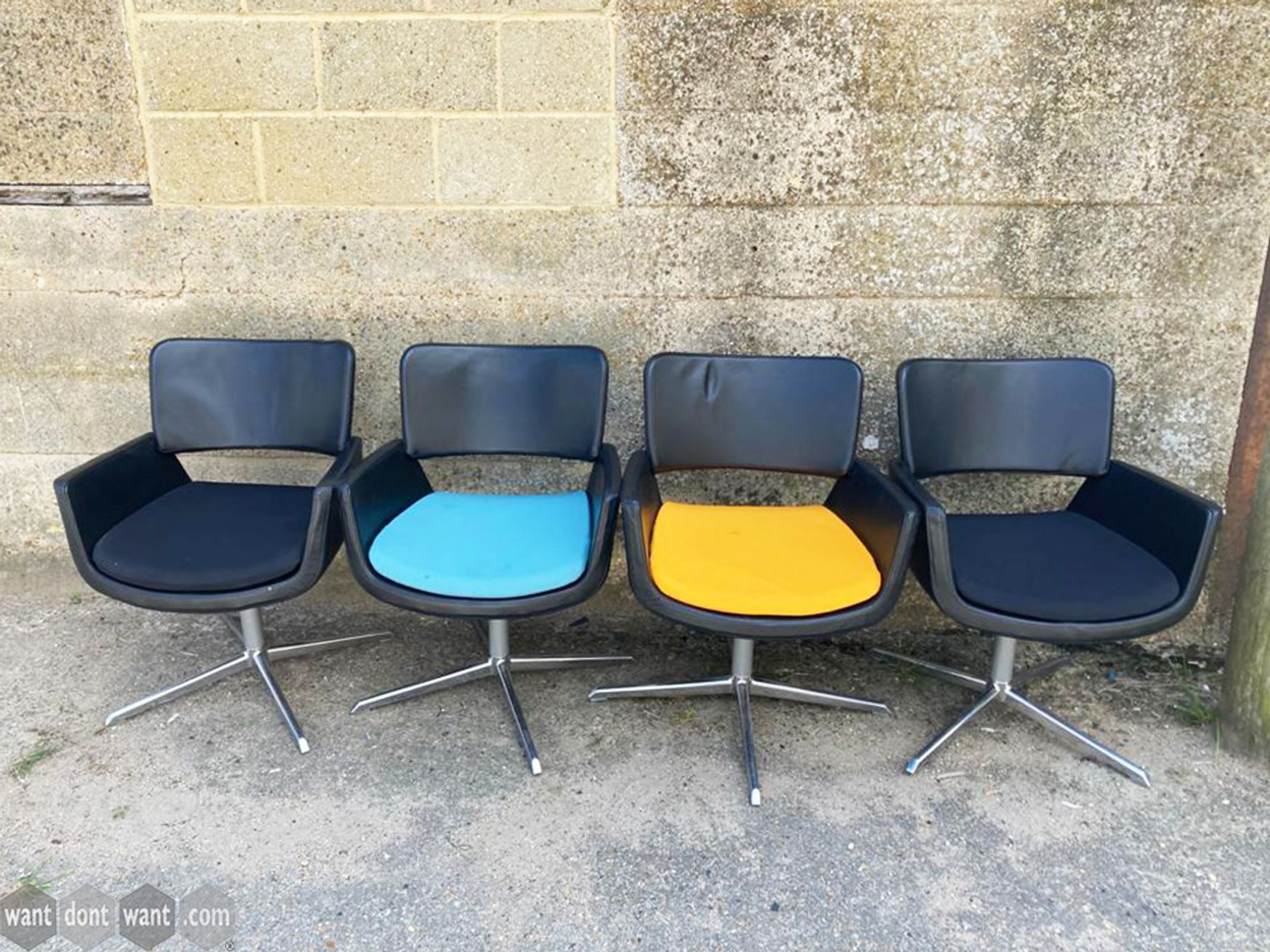 Used Connection Seating Korus Chairs with Leather-look Seat Pads