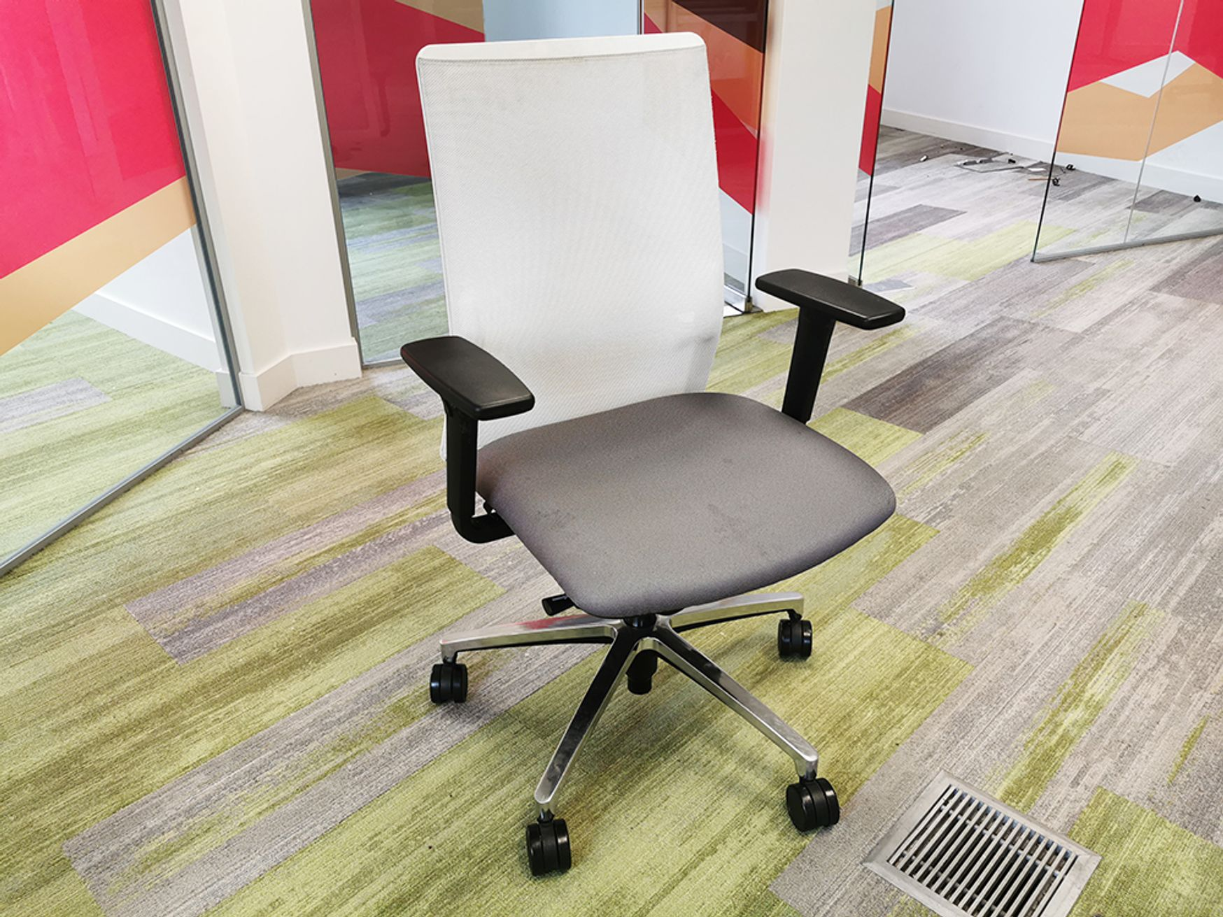 Used Forma 5 Operator Chair