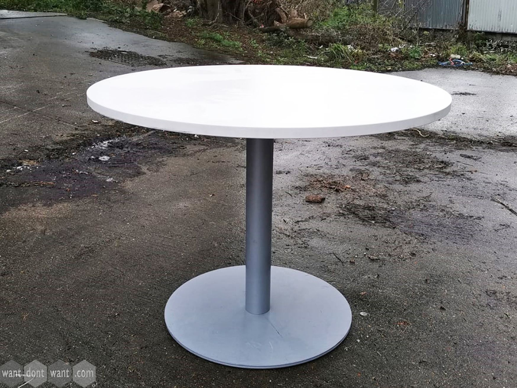 Used 1000mm Circular Table with Silver Base