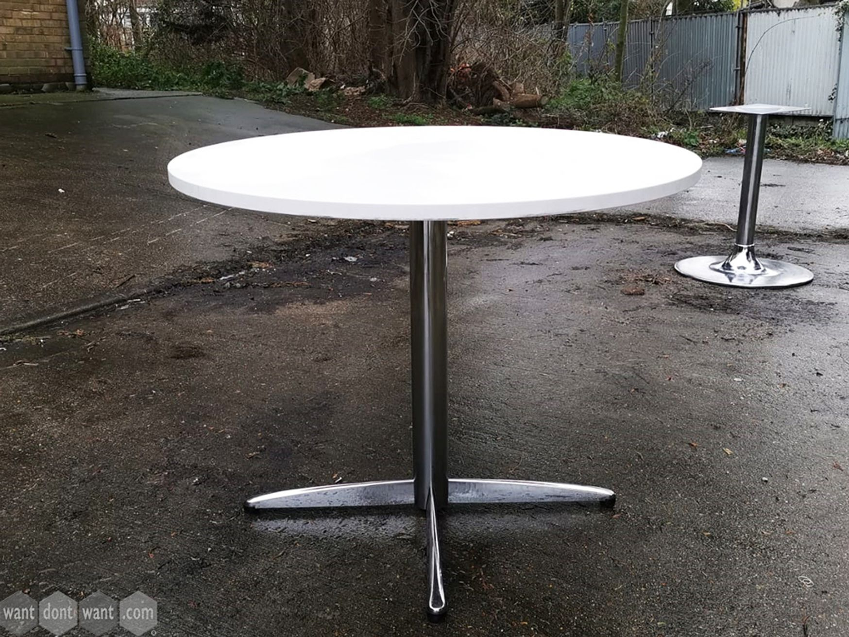 Used Circular Table with Chrome 4 Star Base