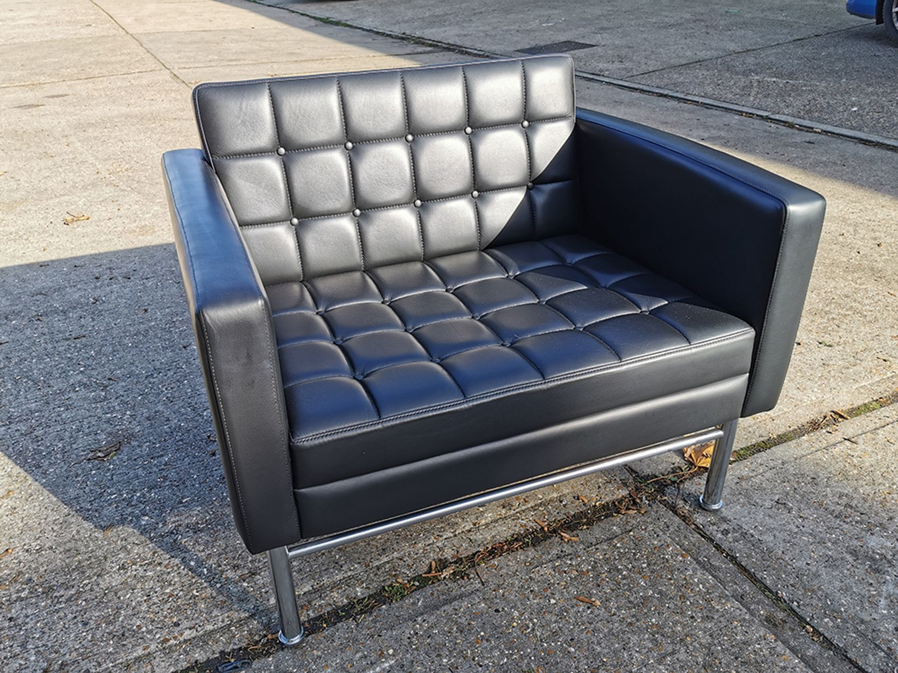 Used Black Contemporary Armchairs