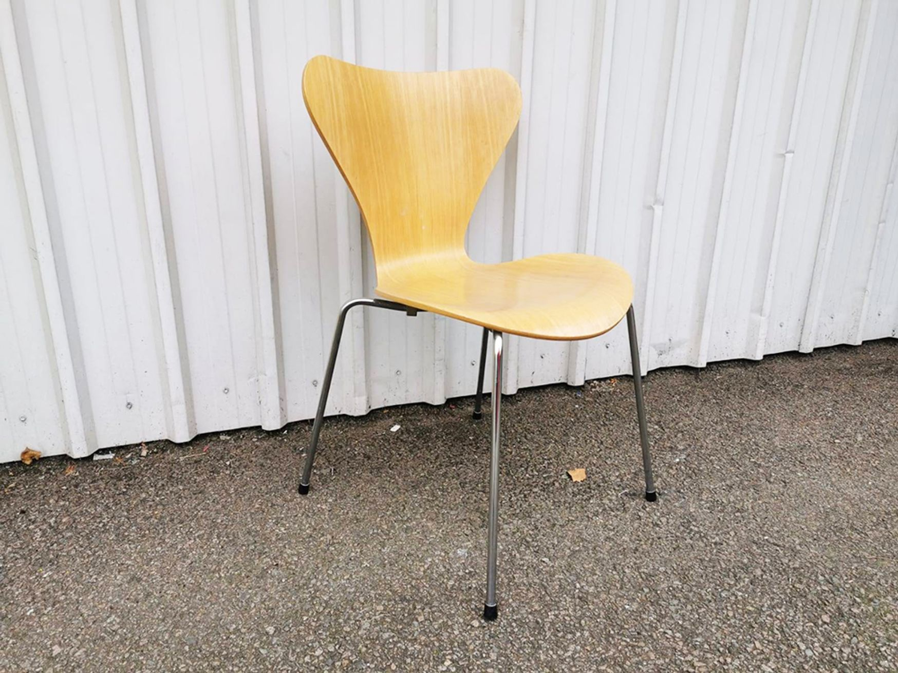 Used Fritz Hansen Arne Jacobsen Series 7 Chair