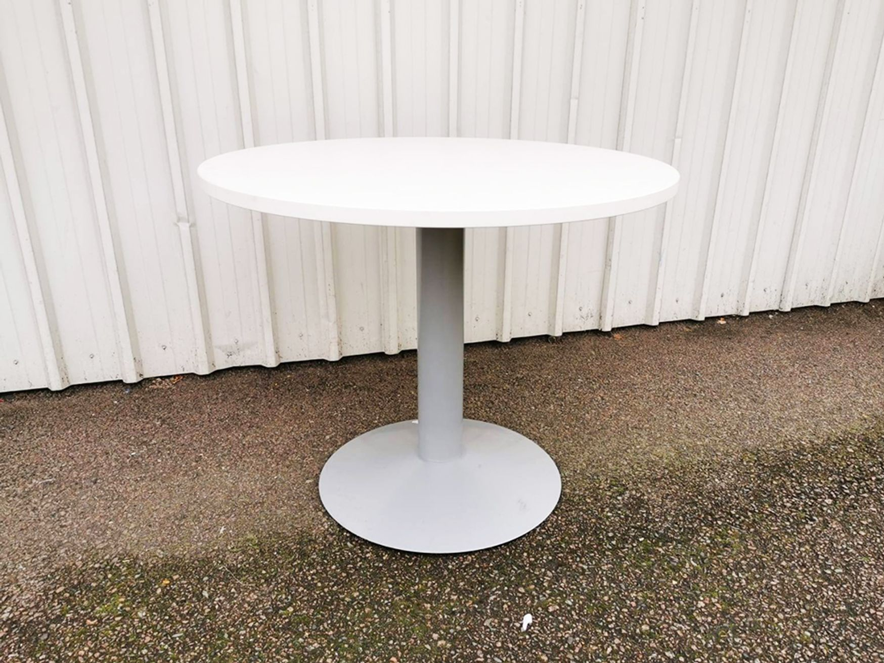 Used 900mm White Circular Table