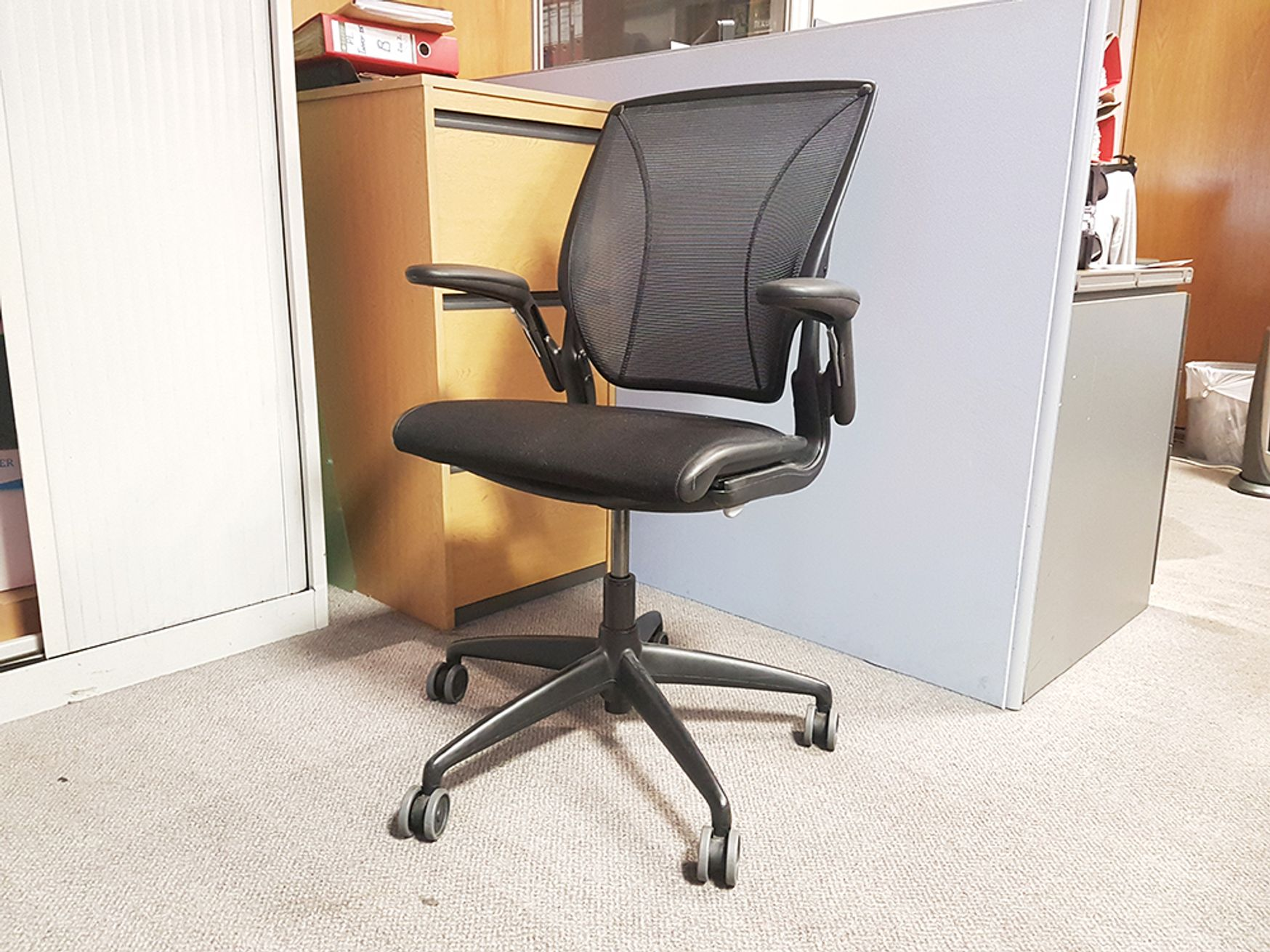 Used Humanscale Diffrient World Mesh Back Operator Chair