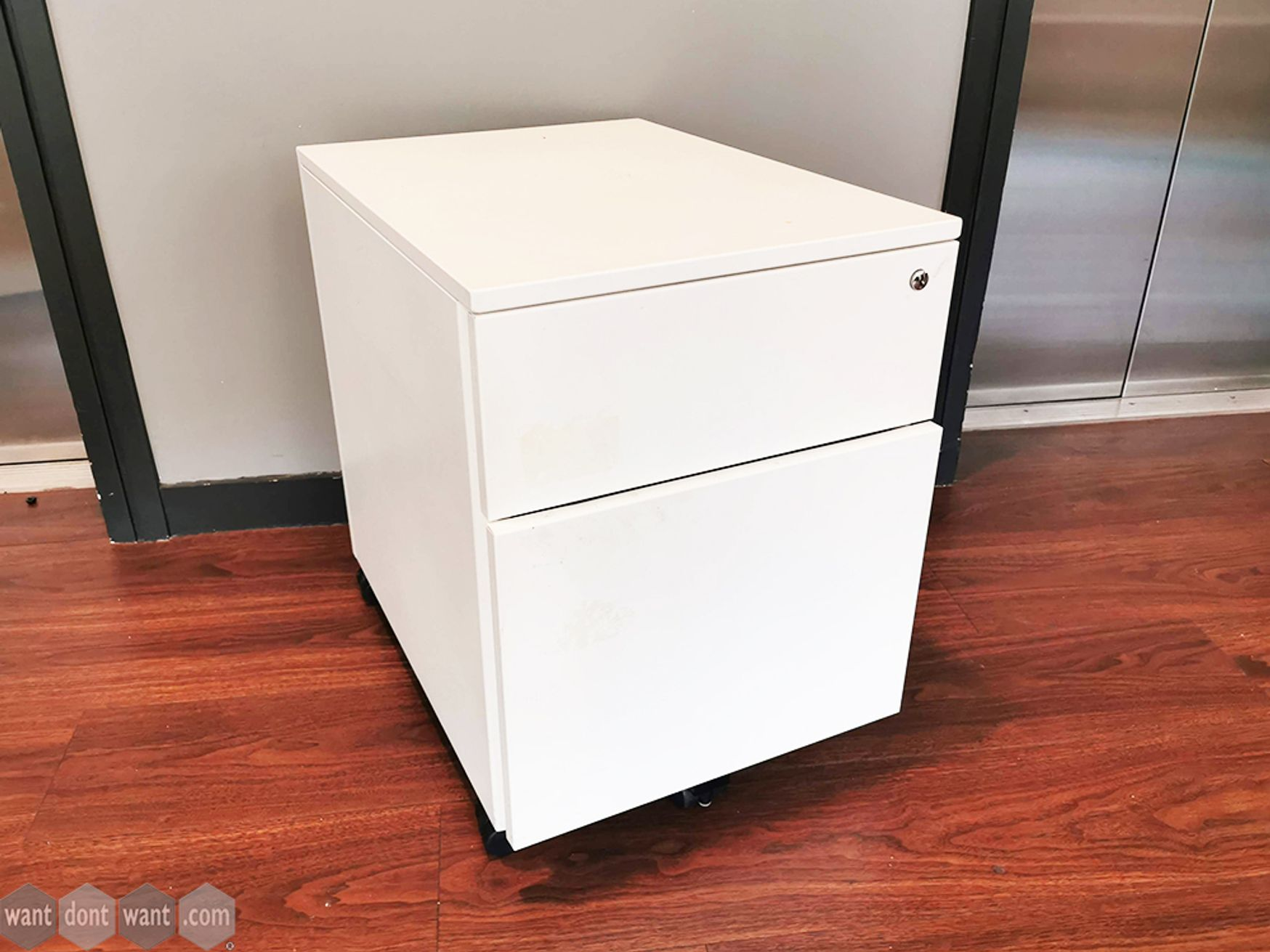 Used White 2 Drawer Pedestals