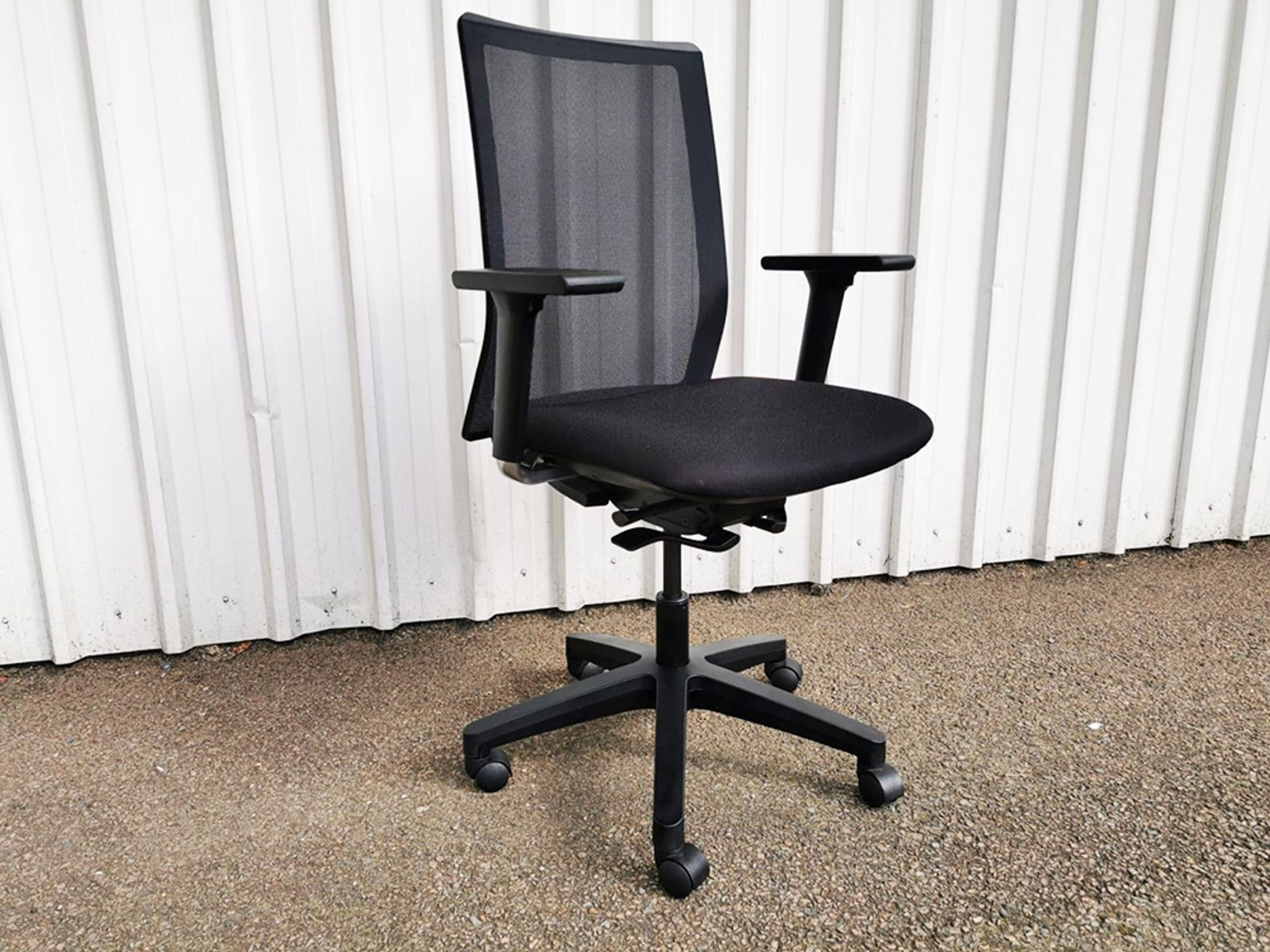 Used Forma 5 'Sentis' Mesh Back Operator Chairs