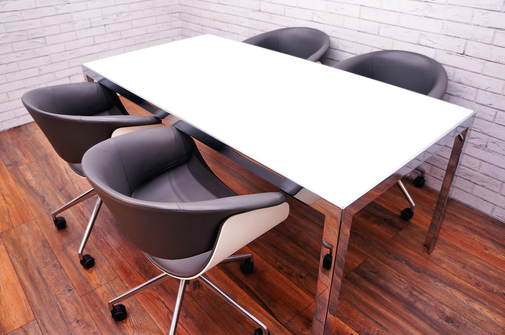B&B Italia 'Progetto' Meeting Table with White Glass Top and Chrome Frame/Legs