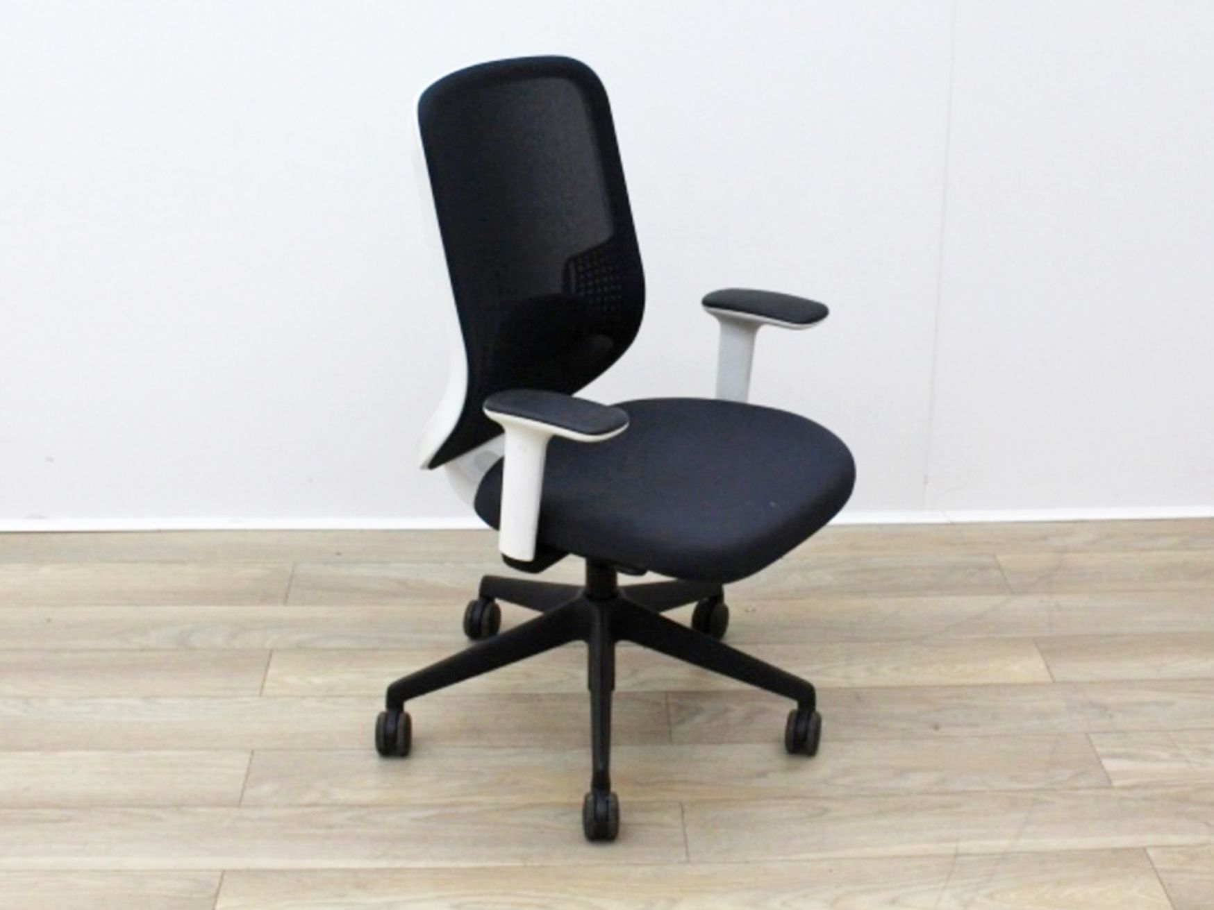 Used Orangebox Do Mesh Back Operator Chairs with White Trim
