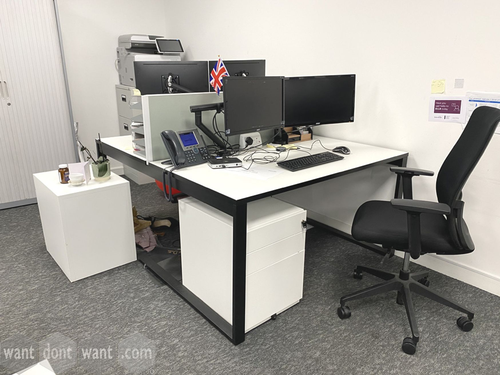 Modern white bench desk with black steel frame - very nice indeed!