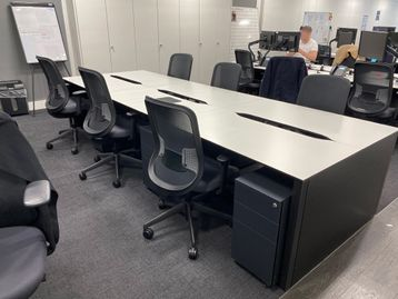 Immaculate used bench desks (1200mm per position).
