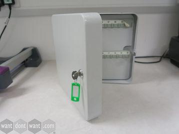 Metal key safe