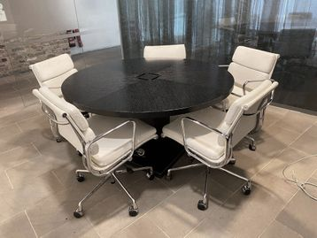 A rare opportunity to purchase this used B&B Italia Maxalto meeting table designed by Antonio Citterio.