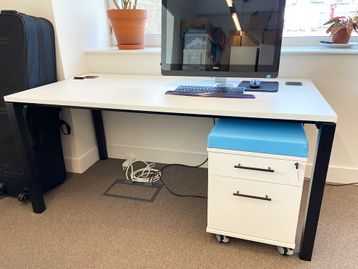Used 1600mm Elite Matrix Desk including Return (not shown)