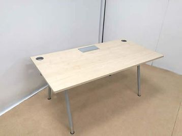 1600mm Maple desks with silver legs including 2 grommets and lift up cable management lid.