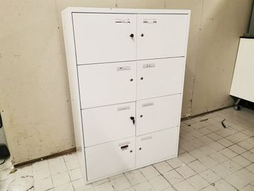 Used White 8 Door Lockers