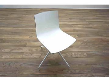 Arper Catifa '46' meeting chairs with white seat and frame.