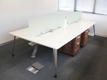 1800mm Used White Verco Bench Desks With Dividing Screens