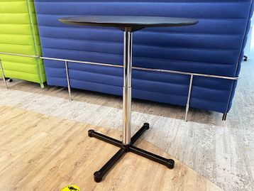 Used USM Kitos E Poseur Tables