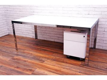 B&B Italia 'Progetto' Desk with White Glass Top and Chrome Frame/Legs