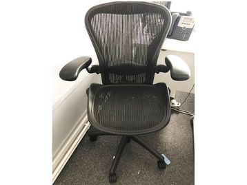 Used Herman Miller Aeron Chairs - Size B in Graphite