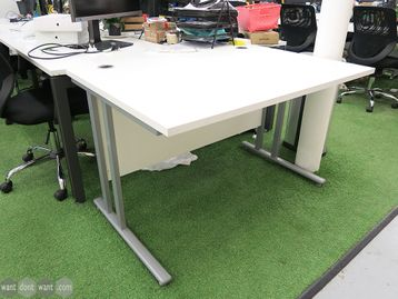 Used 1200mm White Cantilever Desks