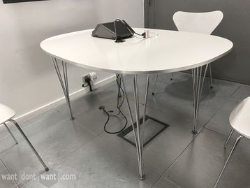 Used 1350mm Fritz Hansen Super Elliptical Table