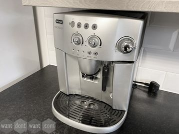 Used De'Longhi 'Magnifica' Automatic Bean to Cup coffee machine with milk frother