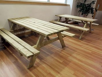 Breakout table/seating units