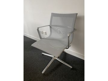 <b>Just Reduced - Be Quick!</b>  28 x Use ICF 'UNA' Management mesh chair with arms