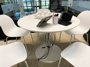 Used 1000mm Circular White Table